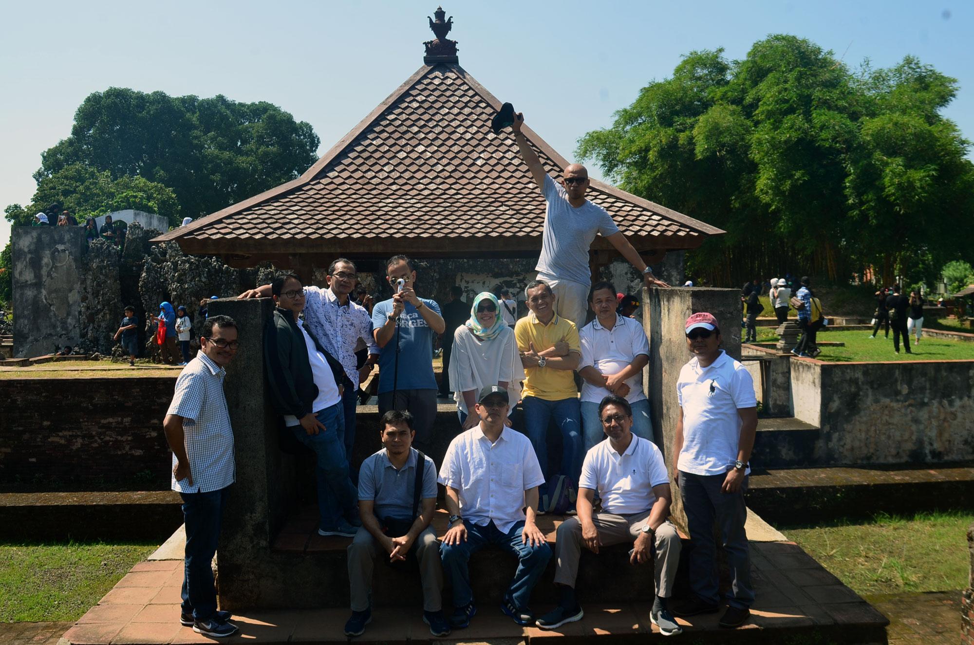 Jasa Rental Elf Terbaik di Cirebon