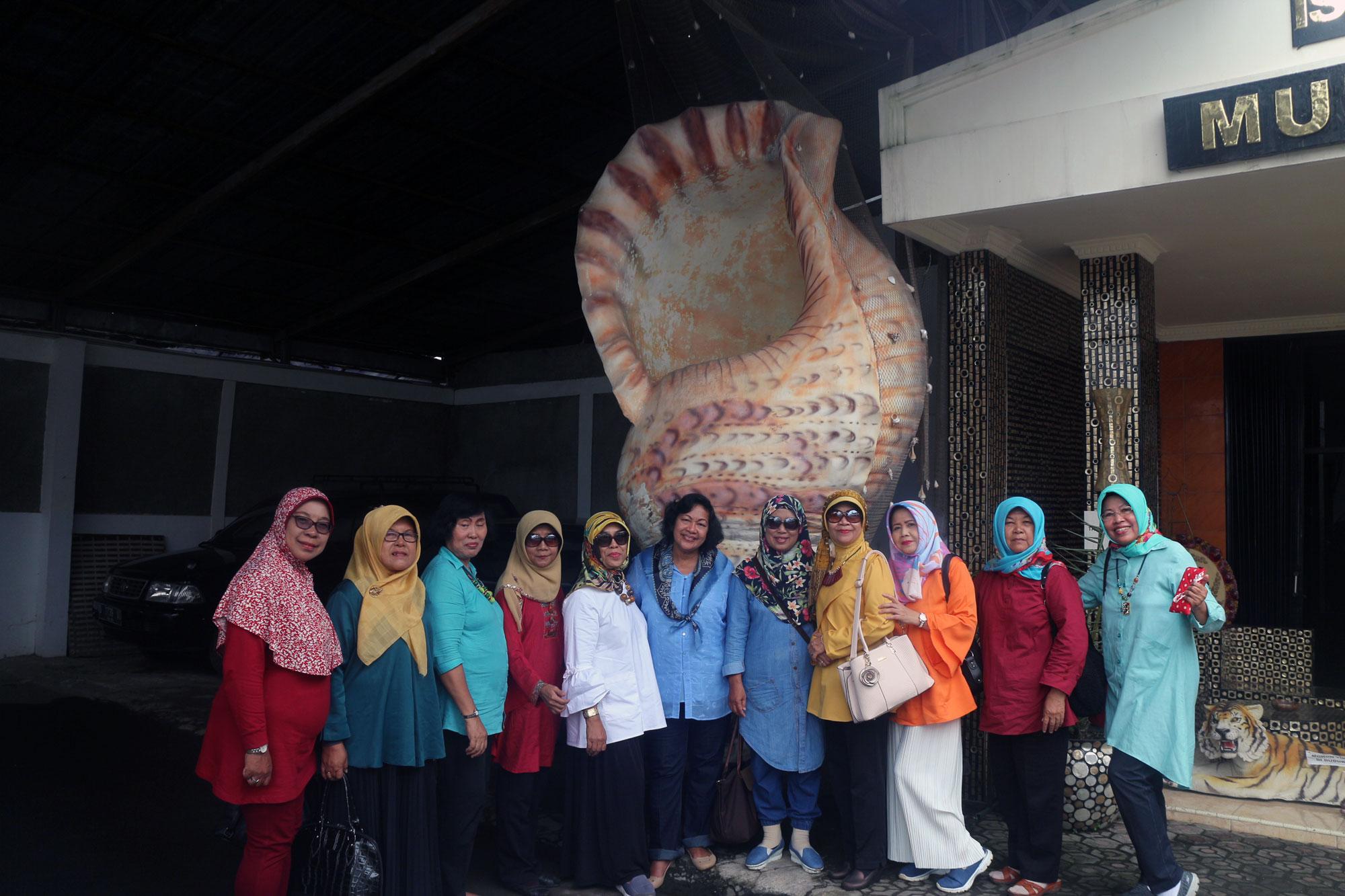 Tips dan Trik Mencari Perusahaan Sewa Elf Cirebon yang Murah