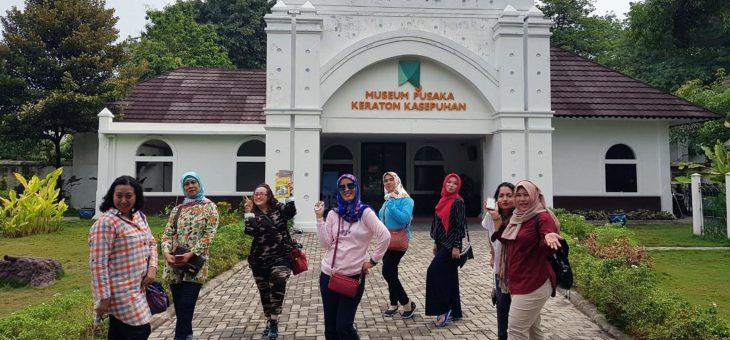 Wisata Keliling Kota Udang Bersama Travel Hiace Cirebon